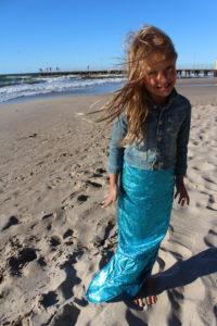strój syrenki morskiej na plaży e1530808638985 200x300 Gdzie na wakacje w Polsce z dzieckiem