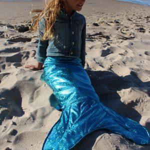 strój syrenki morskiej na plaży