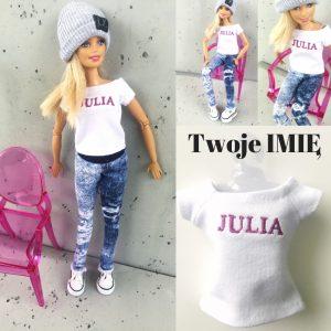 ubranka dla barbie, lalka barbie w nowoczesnych ubraniach, koszulka z logo