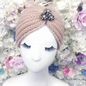 czapka turban z ozdobą