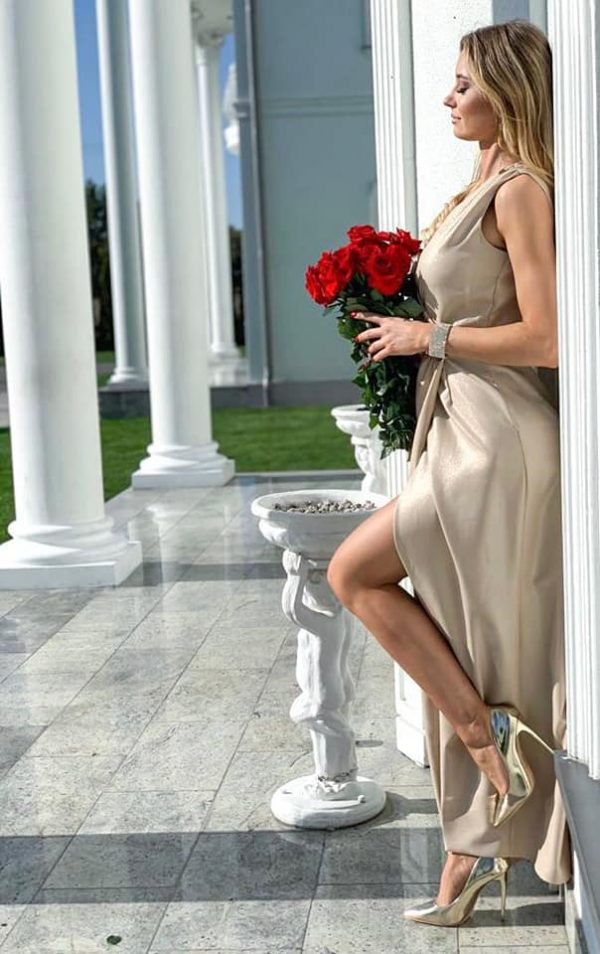 długa sukienka beżowa