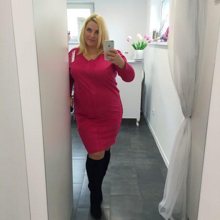 różowa sukienka zamszowa