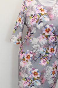 szara sukienka w kwiaty 2 200x300 szara sukienka w kwiaty (2)