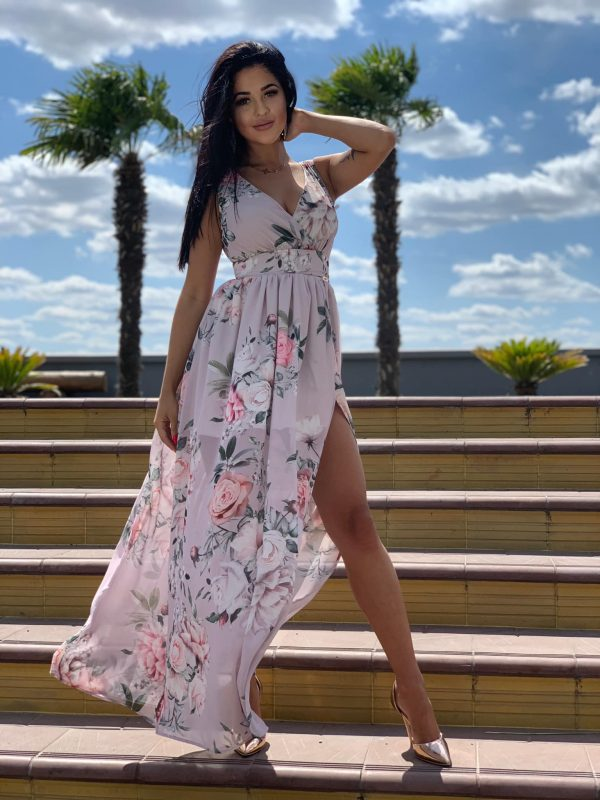 długa sukienka w kwiaty z rozcięciem