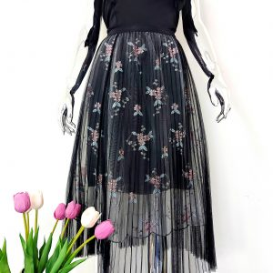 czarna spódnica tiulowa z haftem długa